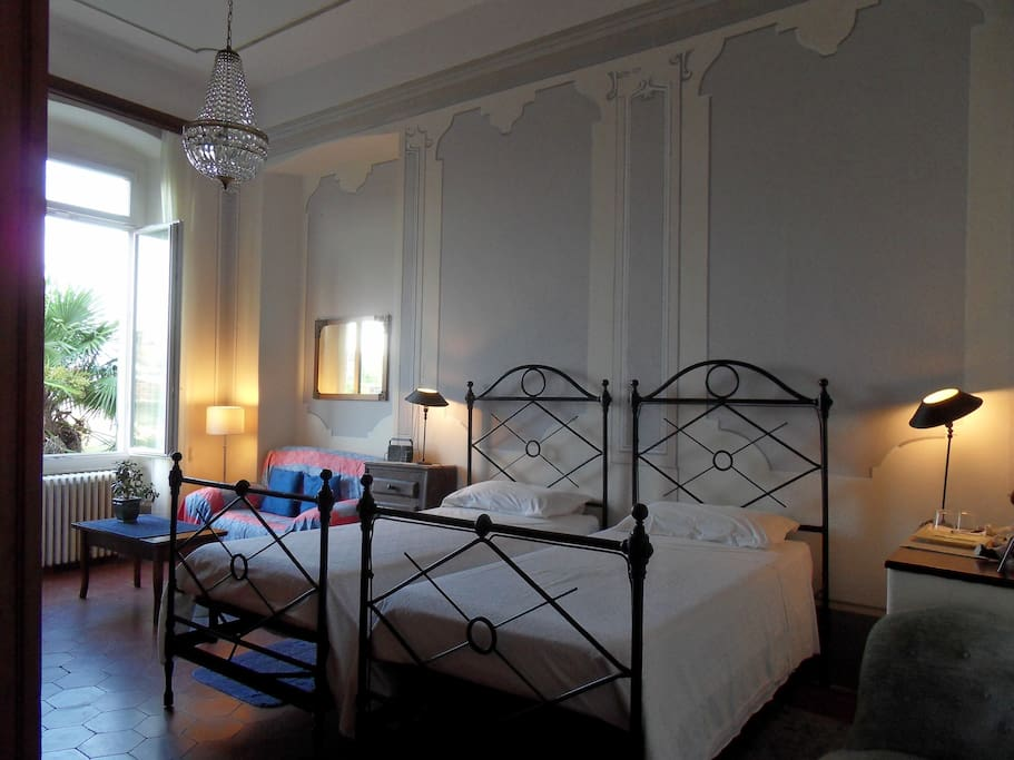 Blue Room, twin bedded.
