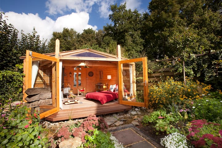 Charming gardenroom with woodstove - Ermelo - スイス式シャレー