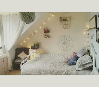 Cosy vintage double room- - House
