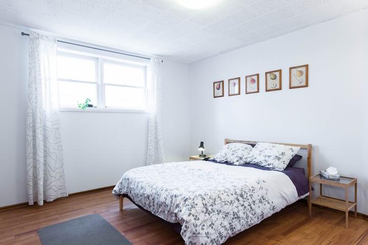 Sunny Suite in Historic Westmount