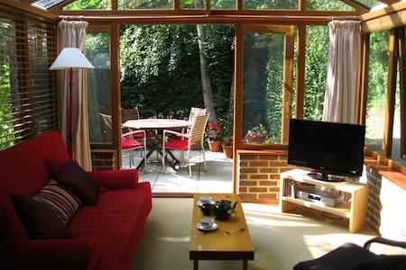 VINEYARD VIEW, studio apartment - Chichester