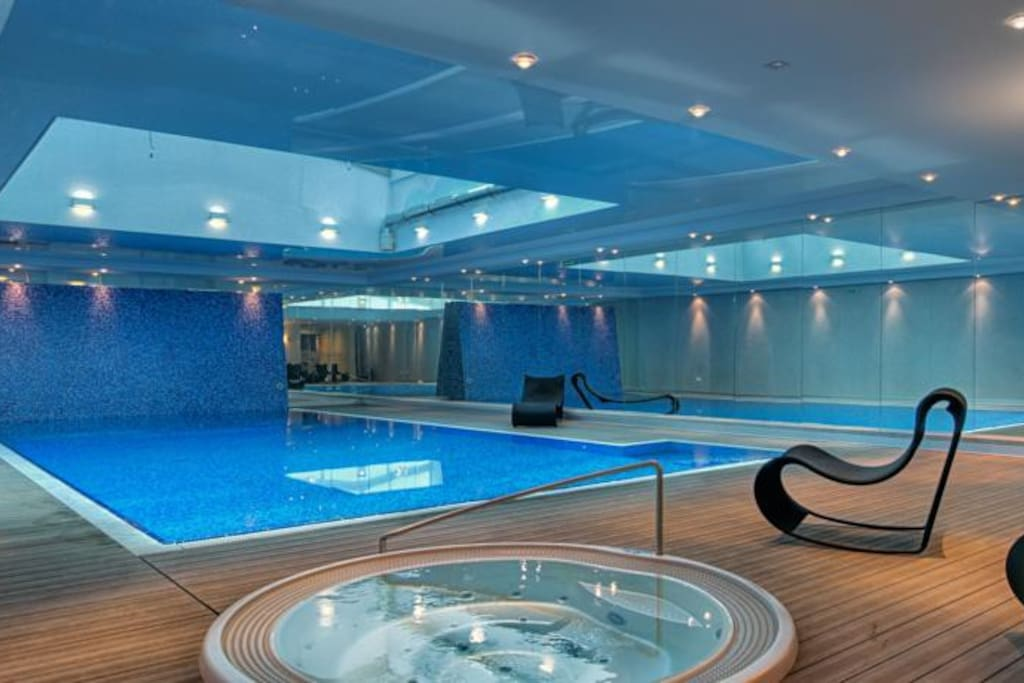 The swimming pool, jacuzzi and saunas
