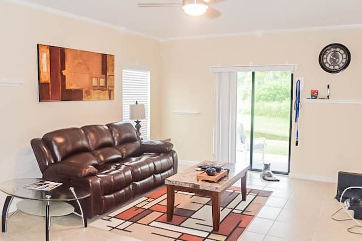 Room near Kennedy Space Center! - Rockledge