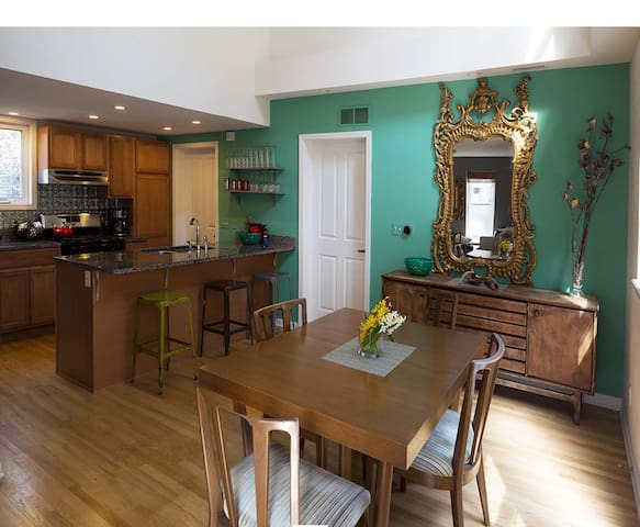 3 BR, 2 Bath in Heart of Ohio City - Cleveland - Dům