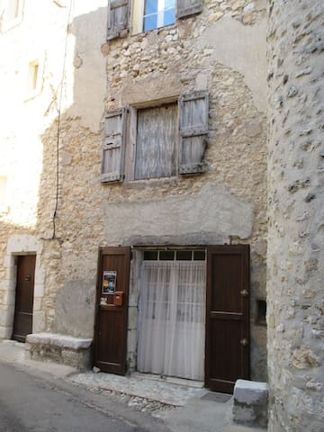 16th c. Maison PROVENCE village - Quinson - Hus