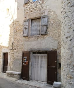 16th c. Maison PROVENCE village - Quinson