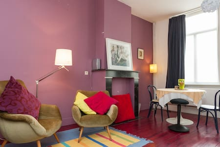 Large, colourful room with 3 beds - Antverpy - Byt