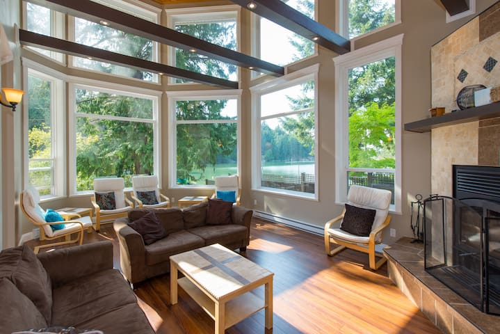 Amazing Home, View, Location   (Galiano Is.)