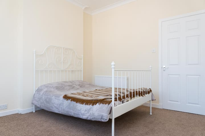 Glasgow Clydebank 1 Bedroom - Sleeps 4 - Glasgow - Apartment