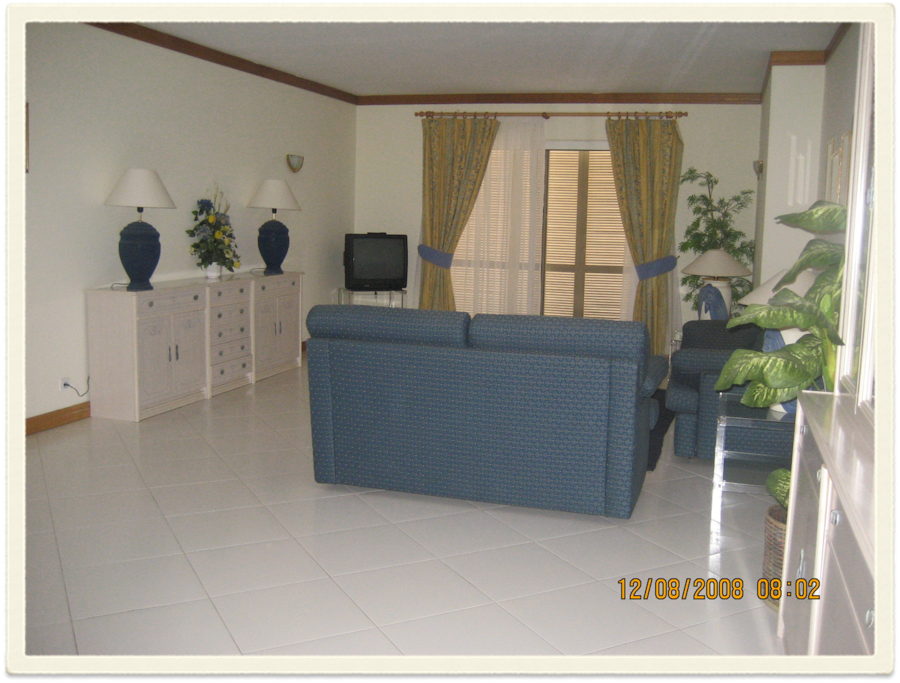 Salão c.2 sofás cama+2 somiers que fazem cama
