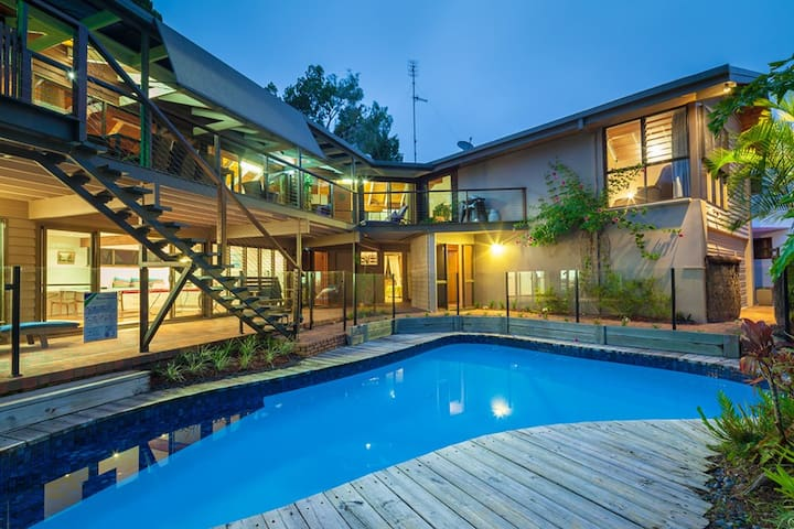 Noosa...loved family home on the Hill - Noosa Heads - Dom