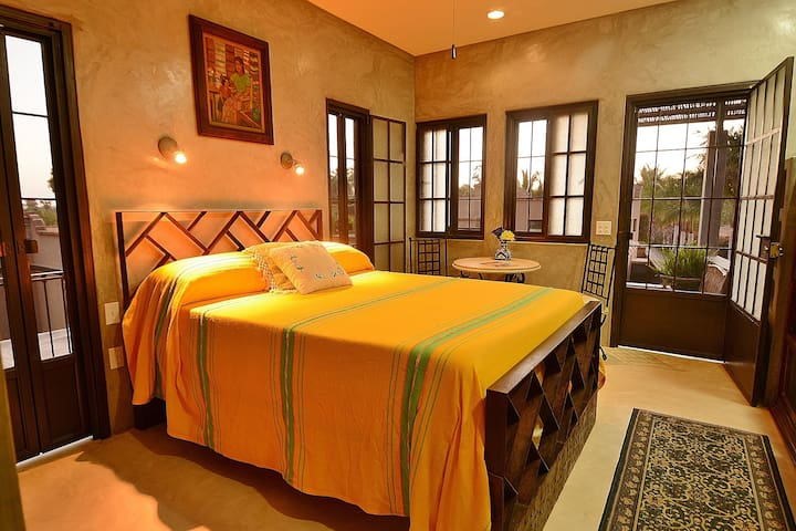 La Hacienda - Upstairs Studio Loft