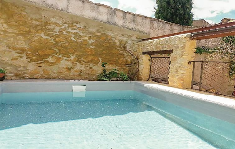 Semi-Detached with 3 bedrooms on 64m² in Saint-Victor-la-Coste