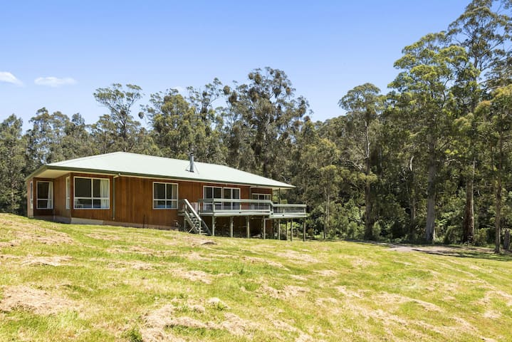 A LITTLE TOUCH OF PARADISE - STUNNING OTWAY SETTING