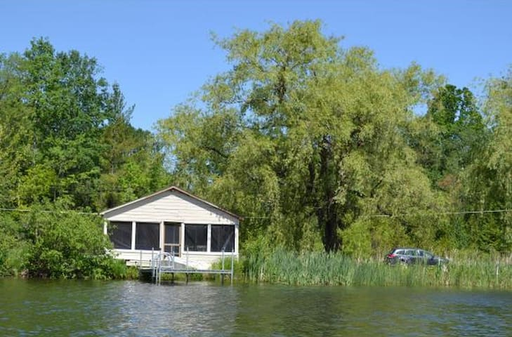 Winston's retreat, a peaceful Cabin - Monkton - Cabana