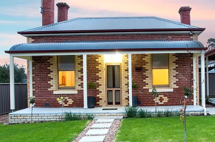 3BR Cottage Bendigo - free WIFI - Golden Square - House