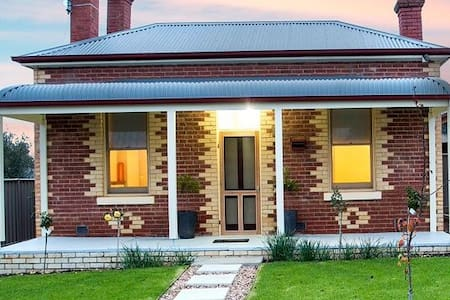 3BR Cottage Bendigo - free WIFI - Golden Square
