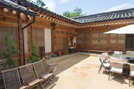typical Korean-traditional house - Seoul - Inap sarapan