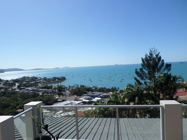 LUX  PENTHOUSE APARTMENT FANTASTIC VIEWS CLOSE CBD