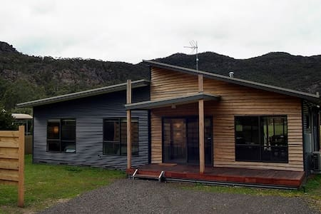 Glendene, Halls Gap - House