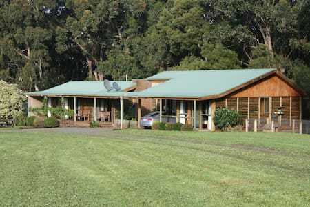 Muxy's Place - a large home on 7 acres of land - Johanna