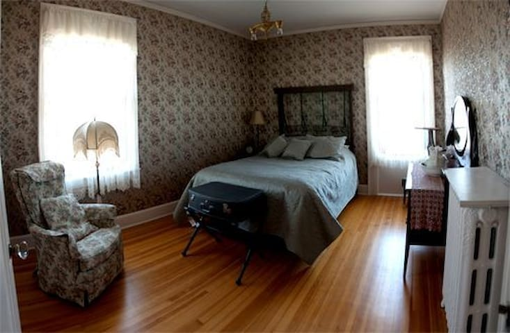 Find Peace in the Serenity Room - Everett - Bed & Breakfast