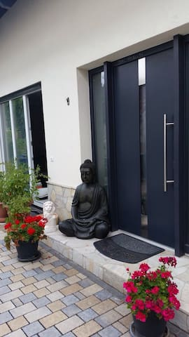Modern room in good location - Hainburg - House