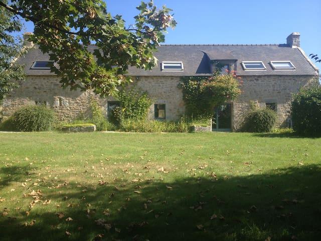 Maison avec vue mer et joli jardin - Séné - House