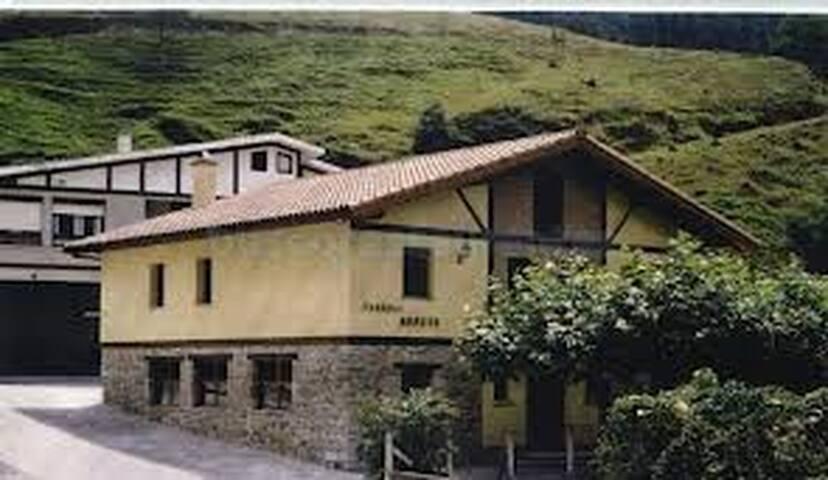 Cama en habitacion compartida rural - Bermeo - Hus