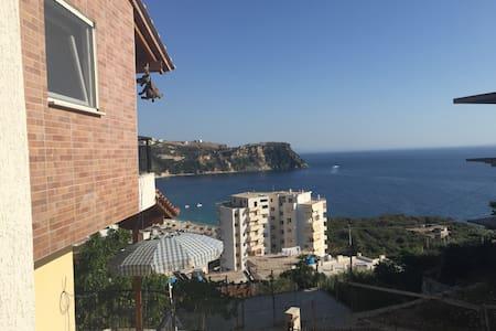 Apartment for 5 Guests - Himarë - Rumah
