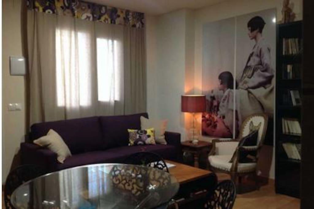 Con un salón ideal, con bonitos detalles y todo lo necesario para una estancia de 5 estrellas.