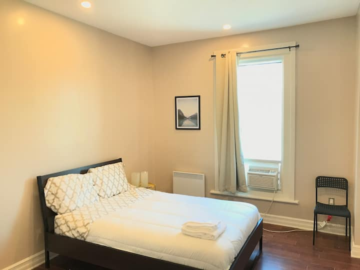 1-Private room in Montréal Plateau Mont Royal!