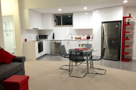 Modern Apartment Fantastic Location - West Perth - Appartement