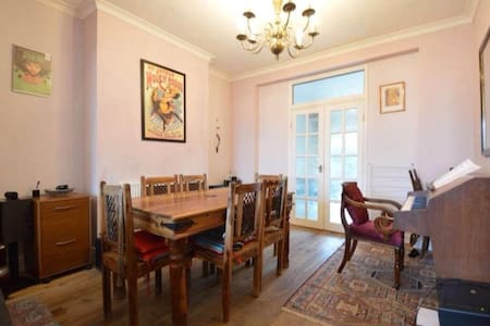 Private room in friendly home N12 - London - Hus