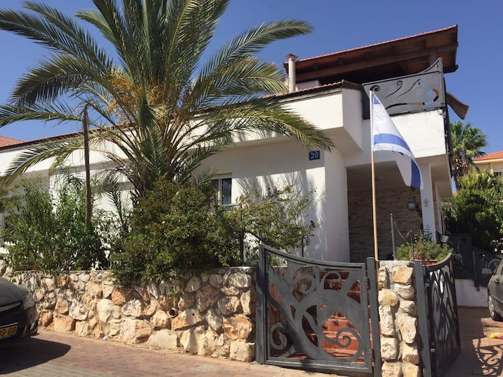 Large 4 Bedroom house ,up to 12 guests