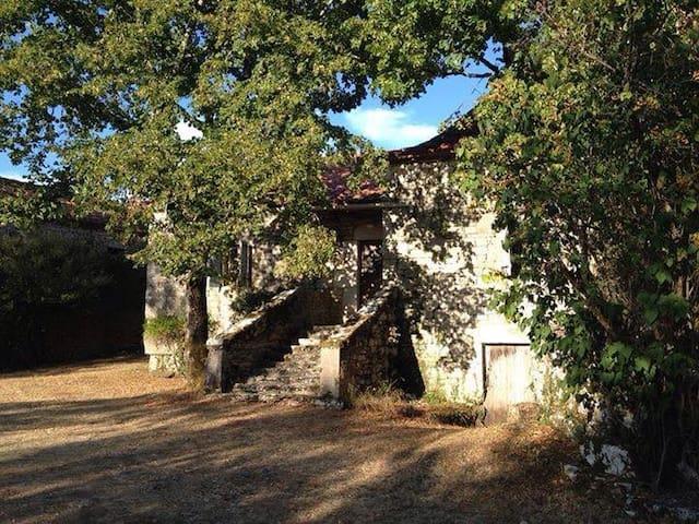 Sublime maison typique du Lot - esclauzels - บ้าน