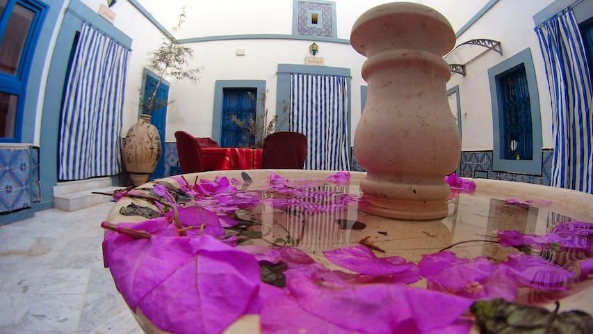 DAR BAAZIZ  un riad à la médina - Sousse - Aamiaismajoitus