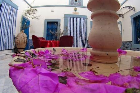 DAR BAAZIZ  un riad à la médina - Sousse - Bed & Breakfast