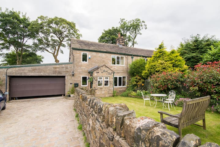 Cottage in Denshaw, Saddleworth - Denshaw - House