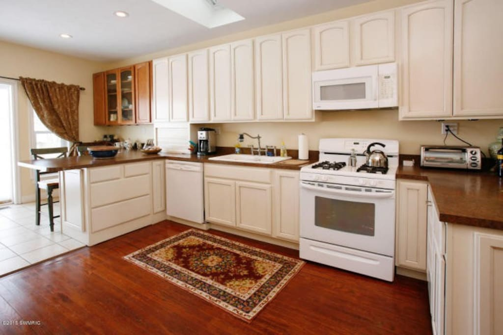 Fully equipped kitchen to prepare your favorite meals and drinks.