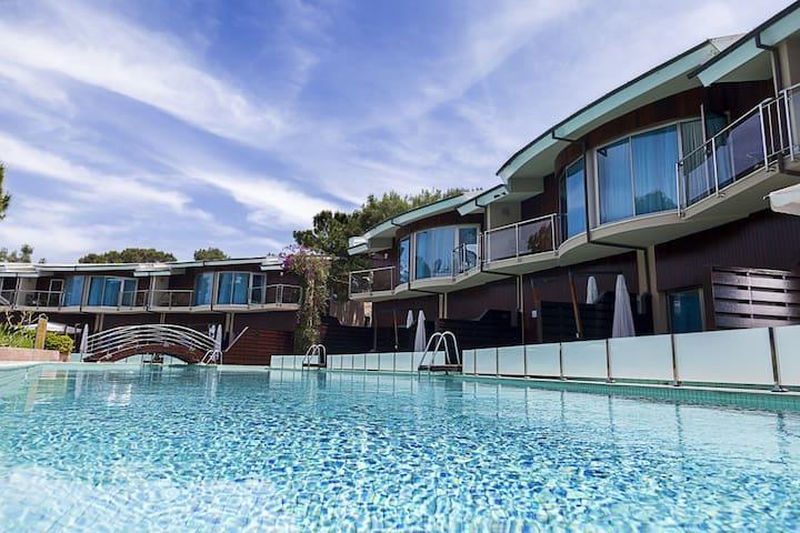 Deluxe Villa With Private Jacuzzi - Beldibi Göynük Mahallesi - Villa