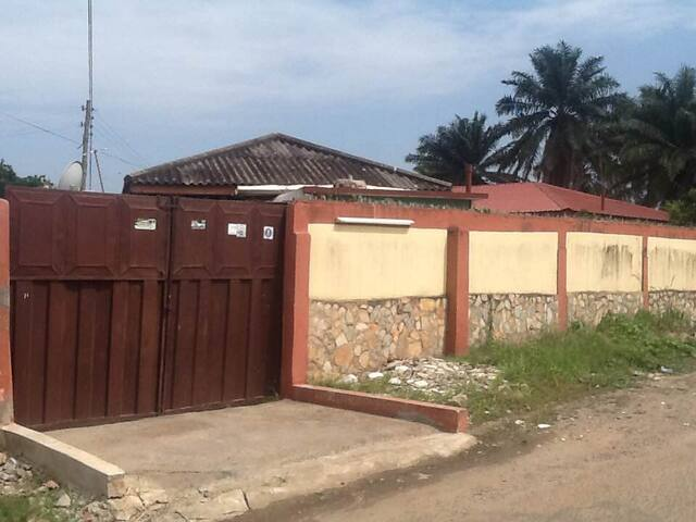 2 BEDROOM FLAT IN A GATED COMPOUND - Accra - Casa