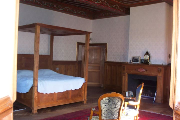 Beaucoup de charme - Naves - Bed & Breakfast