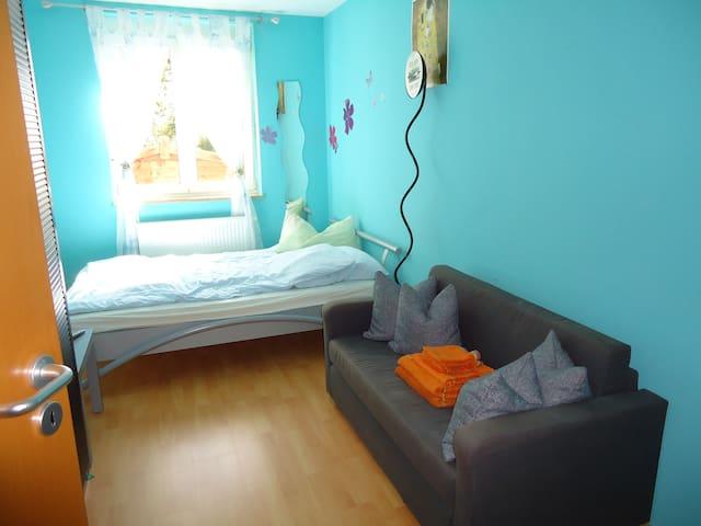 Möbl. Zimmer mit Doppelbett (king size),TV, WLAN