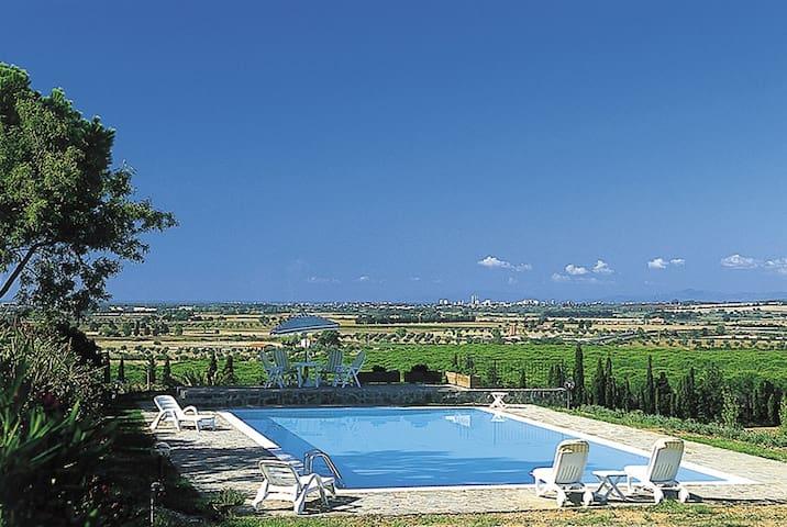 Villa nella vigne della Maremma