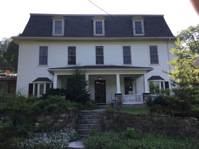 Hist home on fly fish creek, rm/bth - Bellefonte - Hus