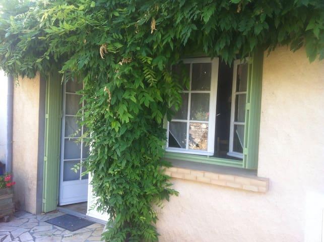 Charmante petite maison - Gensac - Casa