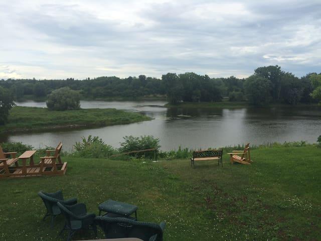 Chambre sur le bord de la rivière - Saint-François-du-Lac - House