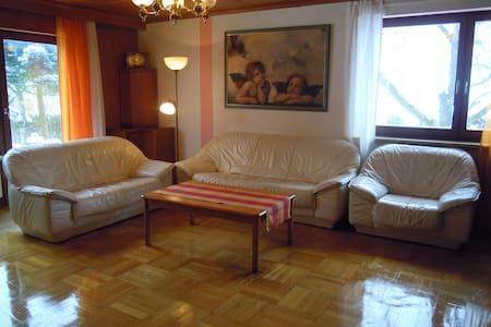4-Zi Große Wohnung nahe Bayreuth - Mistelbach - Flat