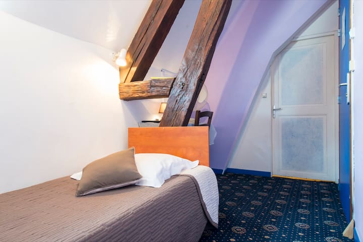 HOTEL CENTRAL MONTARGIS 1 pers - Montargis - Bed & Breakfast